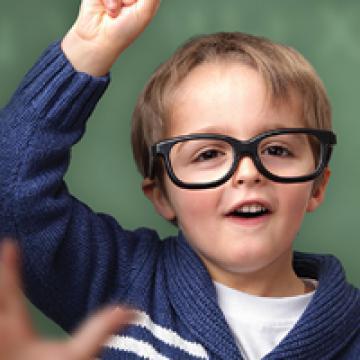 Trẻ nhỏ cảm thụ ngôn ngữ nhanh hơn và tốt hơn